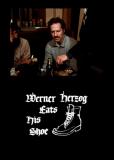 Вернер Херцог ест свою туфлю
